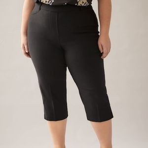 Penningtons NWT Saavy Capri Pull On Pants Size 12